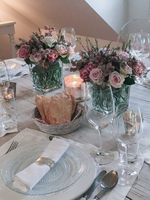 Table decoration with blush pink flowers | Eat Cook Dine